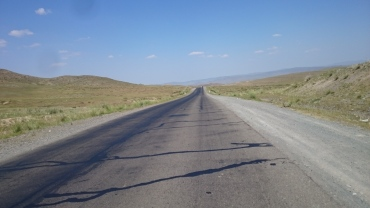 The never ending hot road - felt a bit like being back in Kazakhstan at times